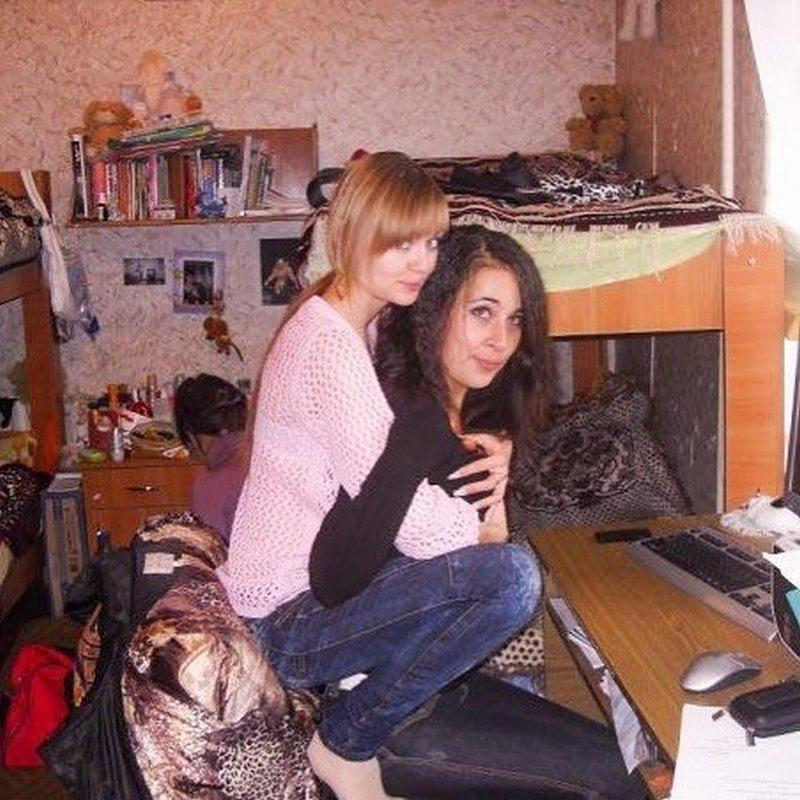 залазит туда фото в общежитии девчата пальцем слегка проникаю