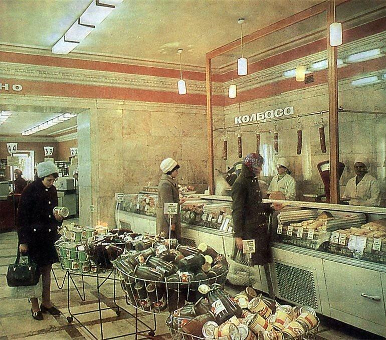 А вот как выглядела советская торговля в целом дефицит в СССР, еда, магазины, очереди, рынки, советская торговля