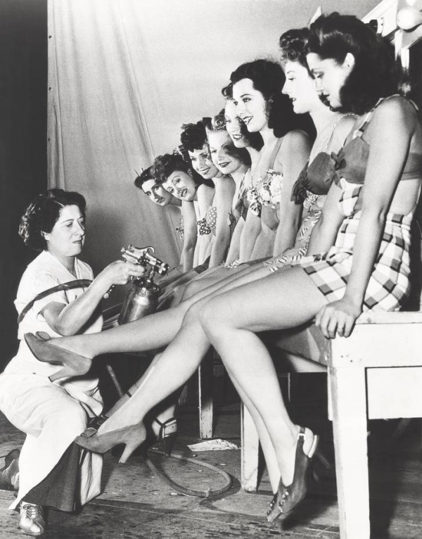 Женские приспособления для наведения марафета тогда и сейчас