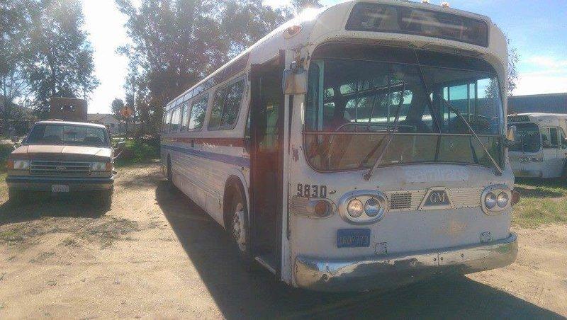 Превращение из старенького автобуса в уникальный дом на колесах