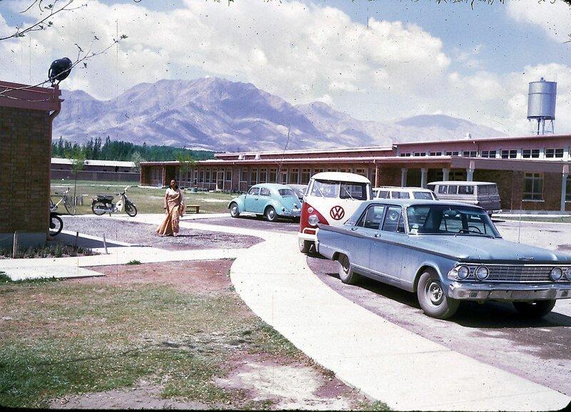 Парковка рядом с американской международной школой в Кабуле афганистан, жизнь, кабул, мир, прошлое, фотография, фотомир