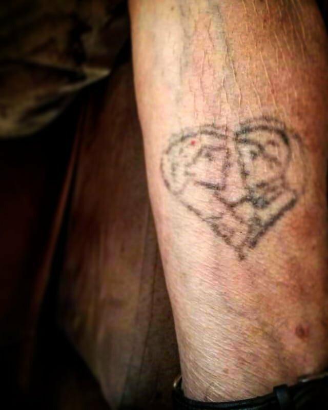 "10. ""Тату моего дедушки, на котором он и моя бабушка"" в старости тату, время неумолимо, татуировки, татухи, фото"