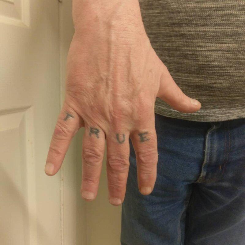 9. Надпись на руке, сделанная в 70-х в старости тату, время неумолимо, татуировки, татухи, фото