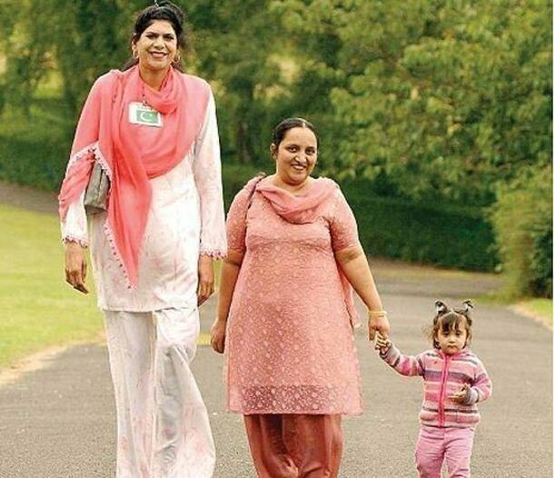 12. Зейнаб Биби - 218 см великаны, высокие девушки, высокие люди, гиганты, познавательно, самые высокие, самые высокие люди в мире, факты