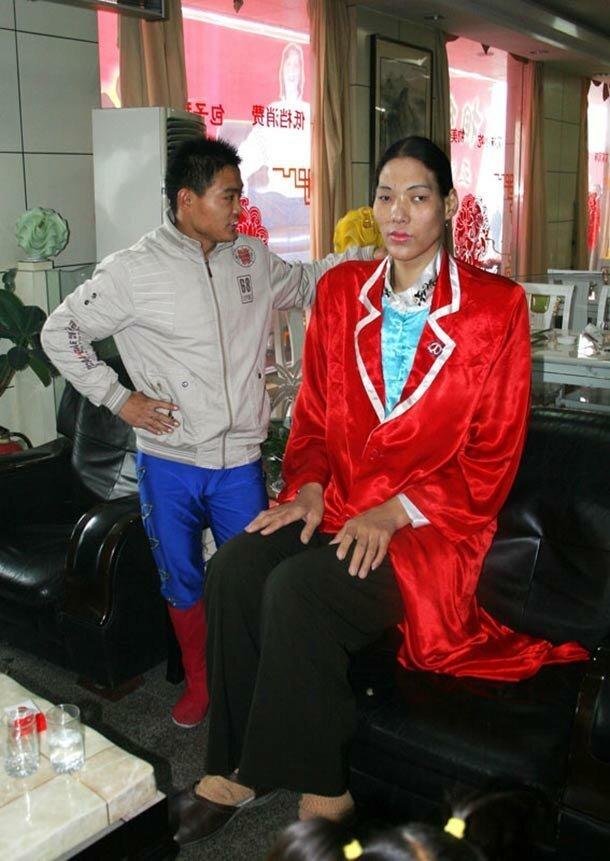 14. Сан Фэнг - 221 см великаны, высокие девушки, высокие люди, гиганты, познавательно, самые высокие, самые высокие люди в мире, факты