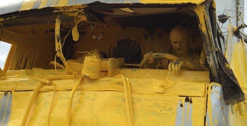 17. Напоминает сцену из фильма в стиле арт-хаус авария, неудача, падение, праздники, провал, худший день