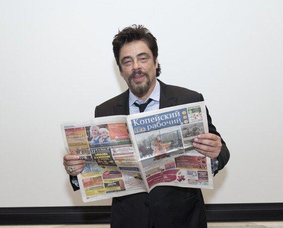 Бенисио Дель Торо «Копейский рабочий», газета, голливуд, знаменитости, урал, флэшмоб, фото