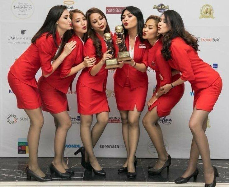 Ранее мы сообщали, что чересчур сексапильные стюардессы оскорбили своим видом пассажирку VIP самолёт, богачи, интересное, самолёт, стюардессы, фото, частный самолёт