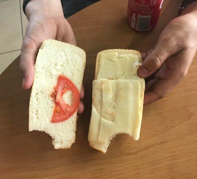20. Сэндвич с моцареллой и помидорами, ну хотя бы сыр есть бесполезные покупки, деньги на ветер, неудачные покупки, смешно, фото