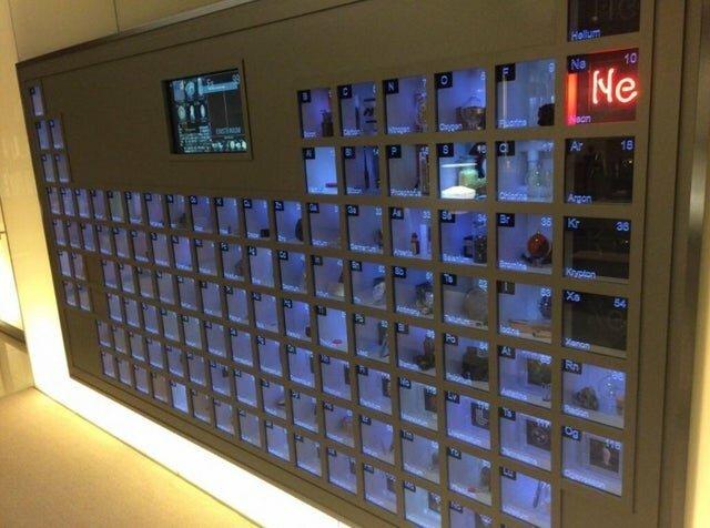Периодическая система Менделева с образцами каждого элемента в офисе Билла Гейтса интересно, красиво, фото
