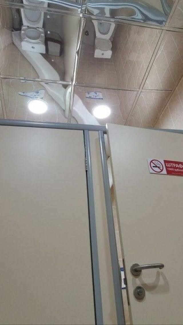 1. Зеркало на потолке в общественном туалете - будь ближе к народу дизайнеры, и так сойдет, ляпы, нелепо, смешно, строители, туалет, фейлы