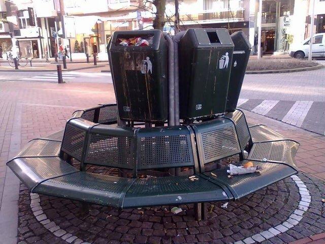 4. В Бельгии хотели сэкономить пространство и сделать скамейки более функциональными Горе дизайнеры, ляпы, неудачный дизайн, плохой дизайн, смешно, фэйлы, юмор