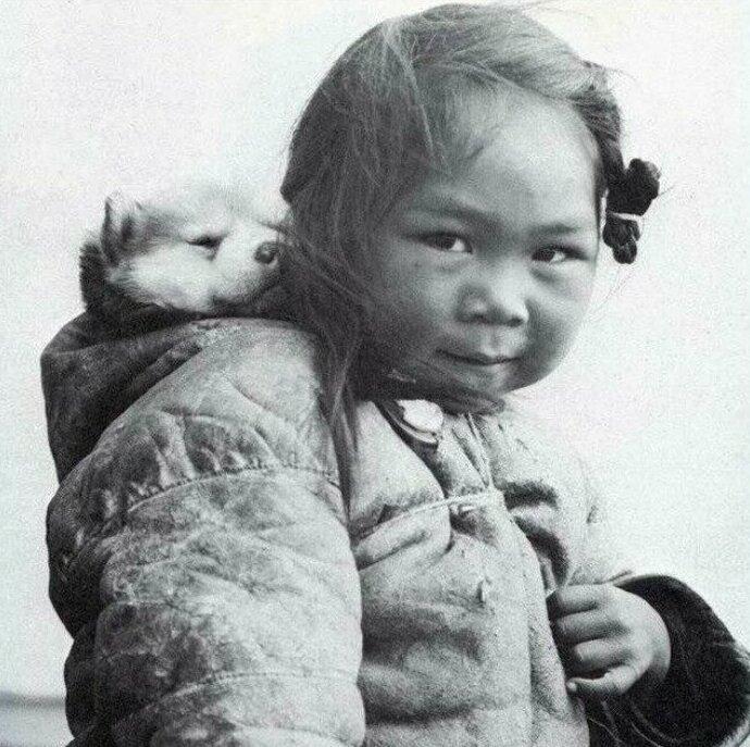 30 фотографий из прошлого, показывающие такие главные ценности, как дружба, любовь, семья