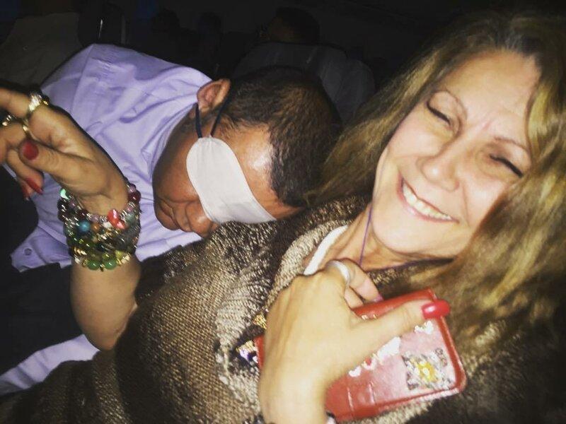 1. Случайный попутчик уснул у нее на плече животные, неприятность, перелет, путешествие, самолет, соседи
