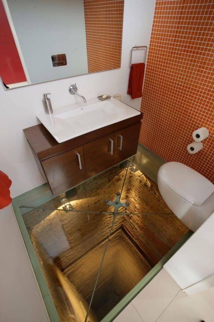 3. Туалет со стеклянным полом над шахтой лифта дизайнеры, и так сойдет, ляпы, нелепо, смешно, строители, туалет, фейлы