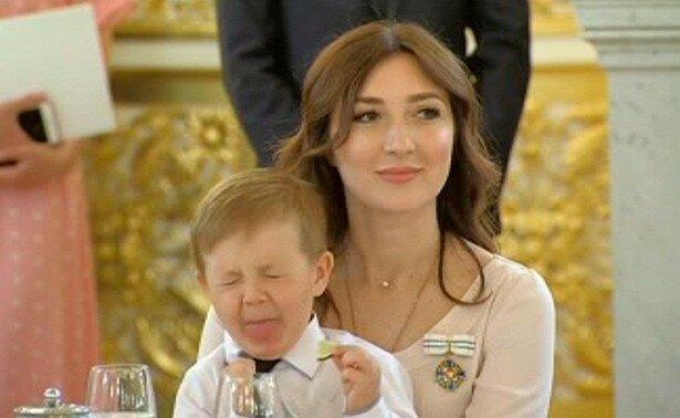 Мальчик, попробовавший лайм в Кремле, стал звездой Сети Кремль, вкусно, лайм, мем, награждение, ужин