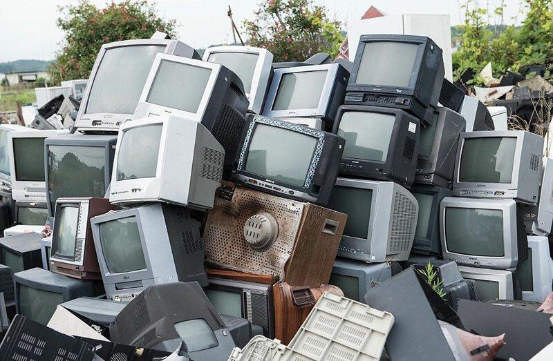 """Кладбище"" телевизоров АЭС Фукусима-1, аэс, зона отчуждения, катастрофа, последствия, фото, фотограф, фукусима"