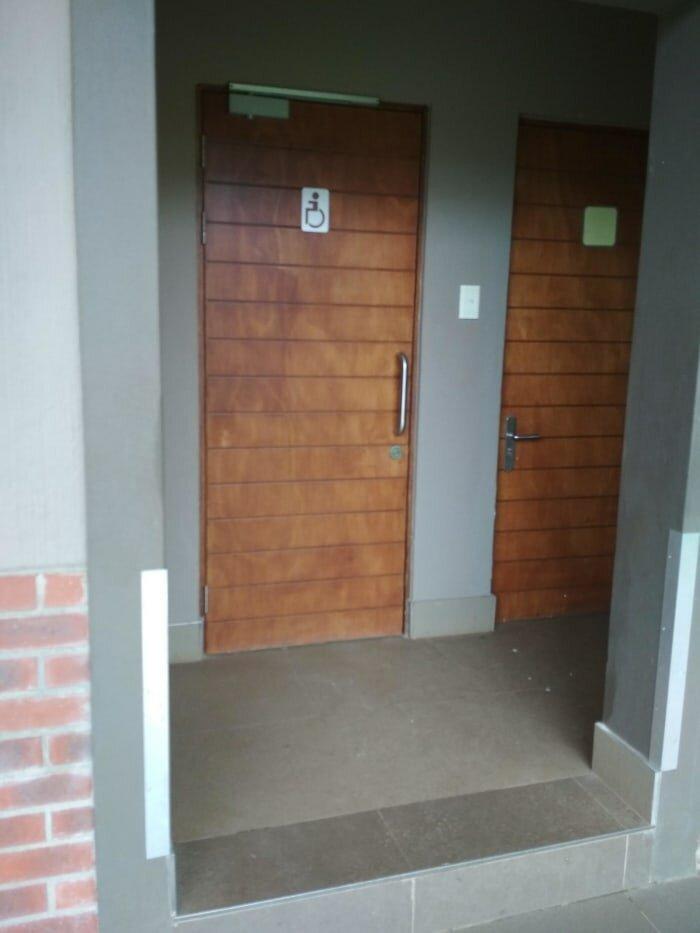 12. Туалет для инвалидов с препятствием дизайнеры, и так сойдет, ляпы, нелепо, смешно, строители, туалет, фейлы