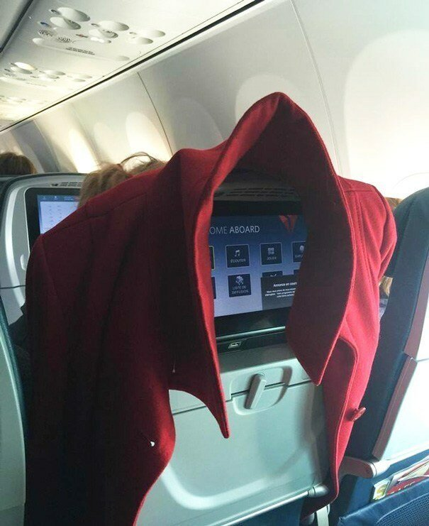 7. Те, кто так делают, забывают, что позади них тоже есть пассажиры животные, неприятность, перелет, путешествие, самолет, соседи