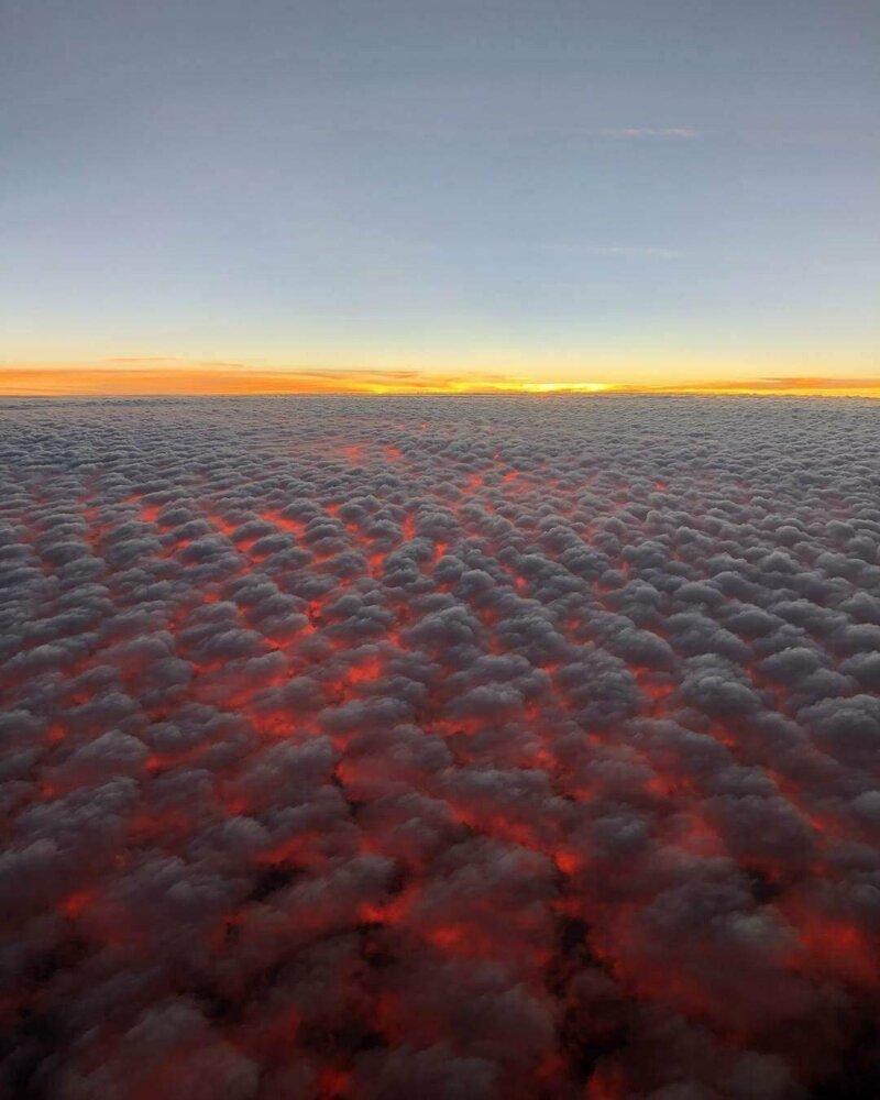 Так выглядят кучевые облака и закат солнца на высоте 9 144 метра (30000 футов) интересно, красиво, фото
