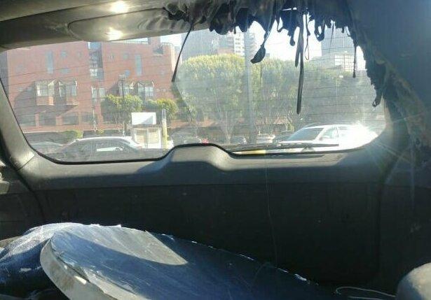 """7. Парень оставил огромное зеркало в машине, а когда вернулся, обнаружил, что салон """"поплыл"""" зеркало, зеркало у окна, неудача, поджег, пожар, прожгло, фото"""