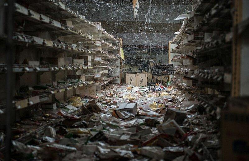 Заброшенный супермаркет АЭС Фукусима-1, аэс, зона отчуждения, катастрофа, последствия, фото, фотограф, фукусима