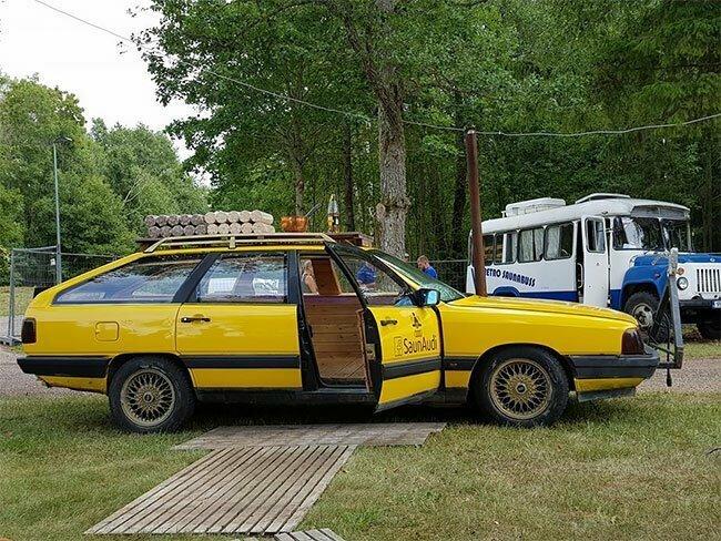 Дровяная сауна внутри Audi 100 1984 года выпуска audi, автомобиль, для друзей, ну вы даете, сауна, удивительное рядом, фантазеры, эстония