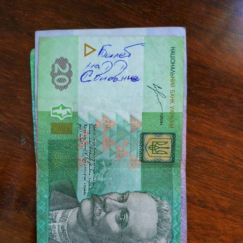 1. Купюры для некоторых - своеобразный чат с незнакомцами деньги, надпись на купюре, послание на деньгах, прикол, смешно
