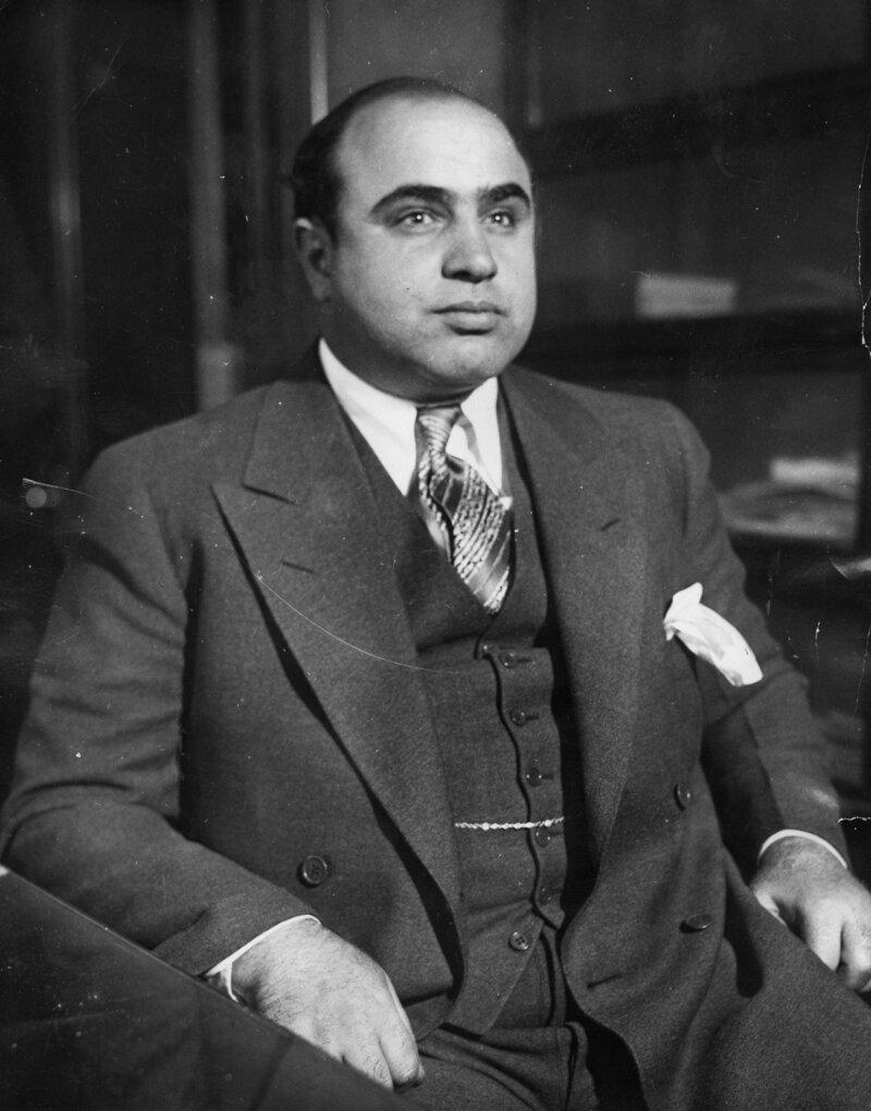 Альфонсе Габриэль «Великий Аль» Капо́не — канадский гангстер, действовавший в 1920—1930-х годах на территории Чикаго. Под прикрытием мебельного бизнеса занимался бутлегерством, игорным бизнесом и сутенёрством, а также благотворительностью кладбище, маньяки, могилы, преступники, самые известные, факты