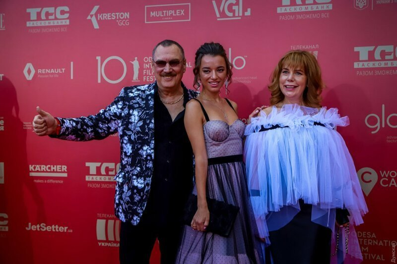 """""""Берегите нервы!"""": в Сети высмеяли наряды гостей кинофестиваля в Одессе кинофестиваль, красная дорожка, мода, наряды, одесса, открытие кинофестиваля"""