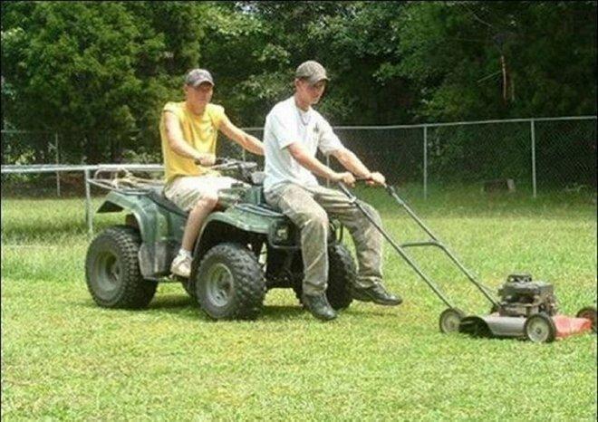 4. Так можно даже быстрее подстричь газон изобретение, лень, прогресс, работа, развлечения, творчество