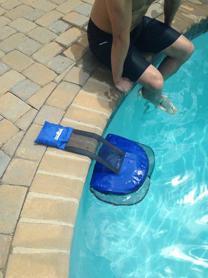Приспособление, помогающее лягушкам, упавшим в бассейн, без труда выбраться наружу Стиль, дизайн, идеи, комфорт, оригинально, свежий взгляд, творческий подход, удобство