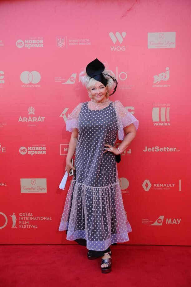 Певица Елена Палашек примерила образ городской сумашедшей кинофестиваль, красная дорожка, мода, наряды, одесса, открытие кинофестиваля