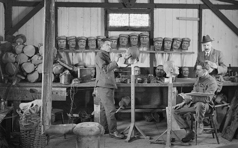 1. Изготовление фальшивых голов для приманки снайпера противника, Европа, 1914 интересно, исторические фото, история, фото, фото из прошлого