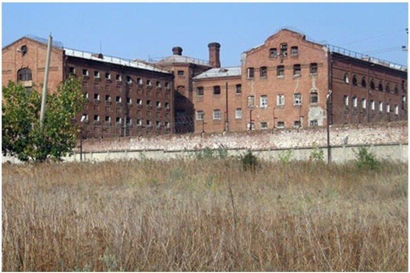 После суда и расстрела похоронен в Новочеркасской тюрьме под номером 261. кладбище, маньяки, могилы, преступники, самые известные, факты