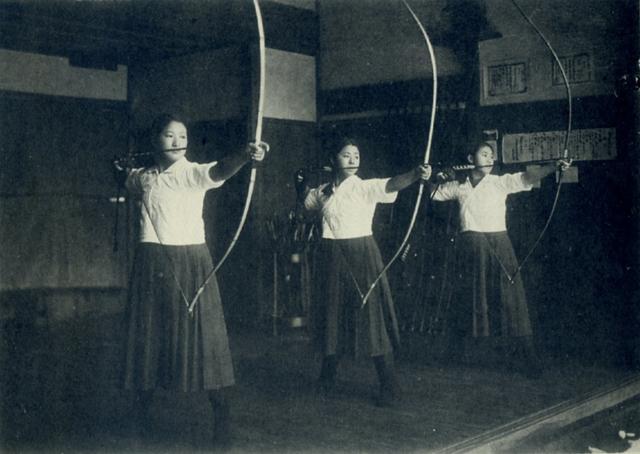 7. Обучение стрельбе из лука в школе для девочек Японии, 1939 год интересно, исторические фото, история, фото, фото из прошлого