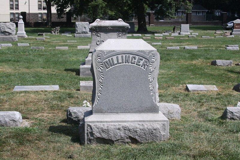 Застрелен агентами ФБР и похоронен на кладбище Краун Хилл Фунерал Хоум энд Семетери, Индианаполис, Индиана, США кладбище, маньяки, могилы, преступники, самые известные, факты