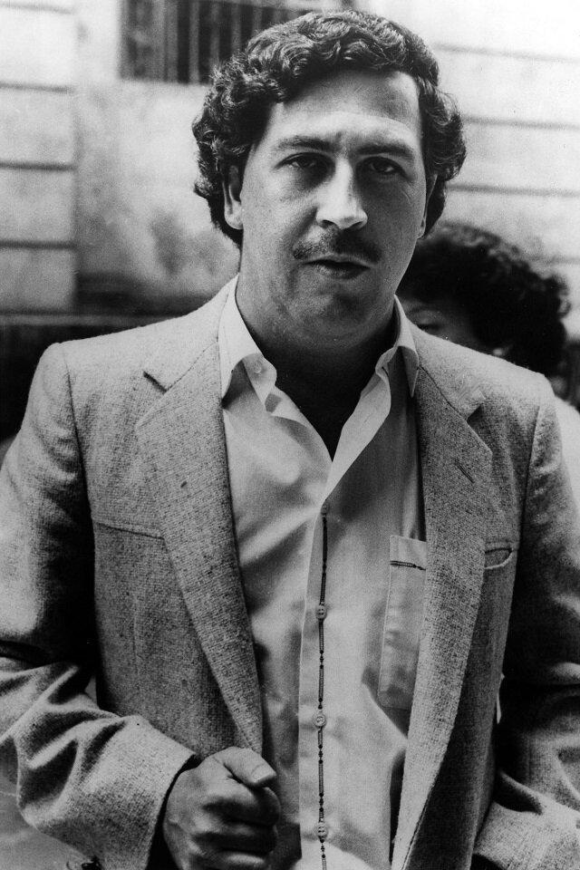 Пабло Эмилио Эскобар Гавирия (1 декабря 1949 — 2 декабря 1993) — колумбийский наркобарон и политический деятель. Эскобар заработал огромные деньги на наркобизнесе. В 1989 году журнал «Forbes» оценил его состояние более чем в 3 миллиарда долларов кладбище, маньяки, могилы, преступники, самые известные, факты