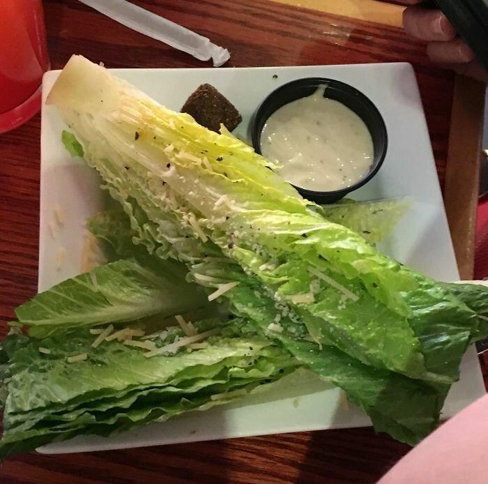 """40. """"Вот такой салат Цезарь мне принесли. Оригинально"""" бесит, бытовые мелочи, достало, жизненные ситуации, жизненные трудности, раздражает, раздражающие вещи, юмор"""