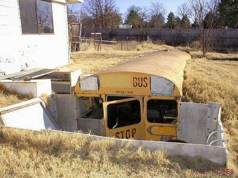 6. Подземный погреб с использованием готовых форм: старого холодильника или автобуса дача, дачники, погреб, подвал, своими руками, стройка, фото, хранение
