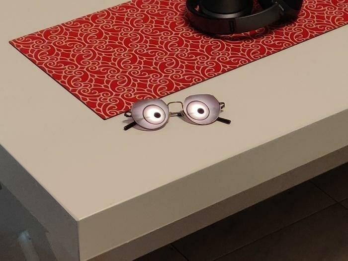 7. «Отражение лампы в очках» обман зрения, фото, фотография