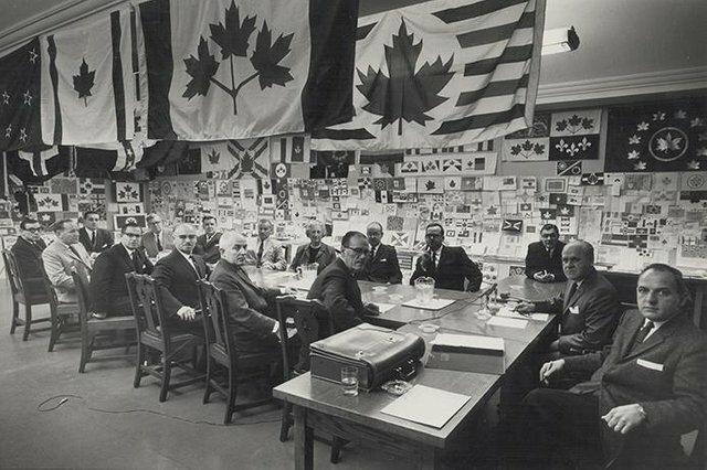 20. Комитет Канады обсуждает вопрос о новом государственном флаге, 1964 год жизнь, исторические фото, история, прошлое, фото
