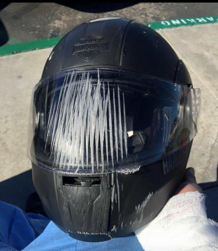 Берегите голову: пострадавшие в авариях поделились фотографиями шлемов, спасших им жизнь безопасная дорога, безопасная езда, безопасность