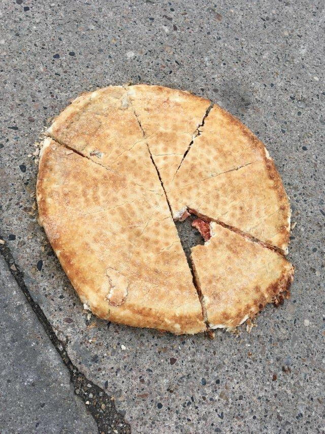 Уронил пиццу, которую заказали на работе дни, моменты, невезучие, полоса, фото, чёрная