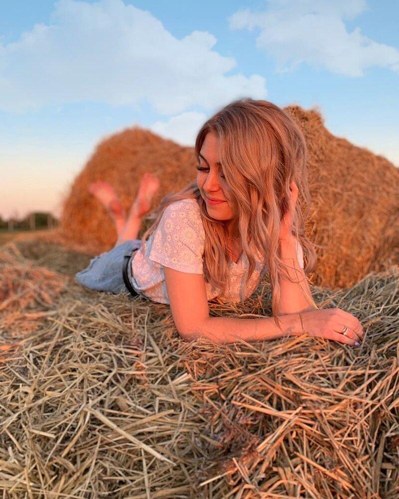 9. Instagram, девушки, красота, природа, сеновал
