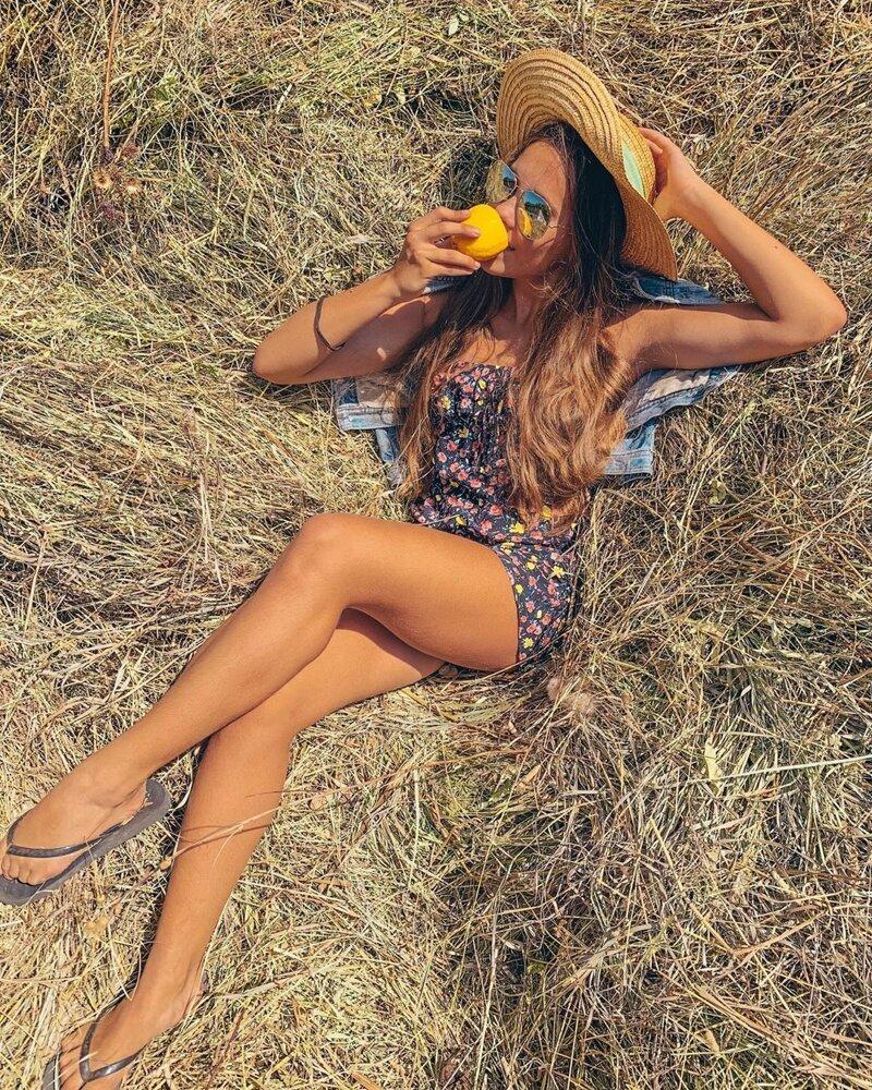 3. Instagram, девушки, красота, природа, сеновал