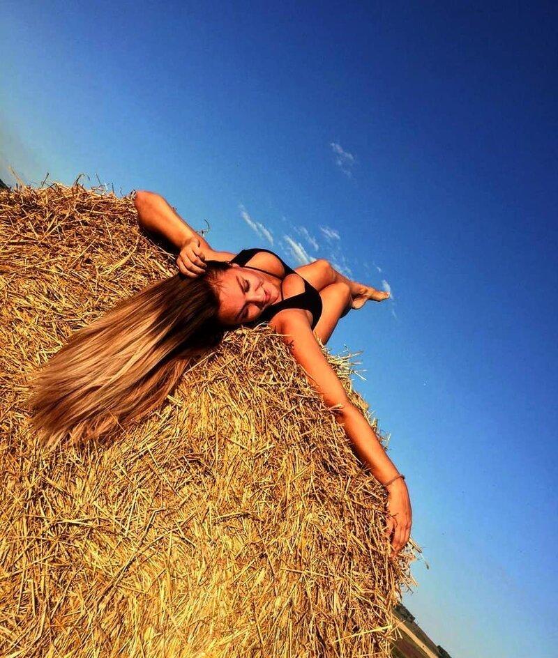 19. Instagram, девушки, красота, природа, сеновал