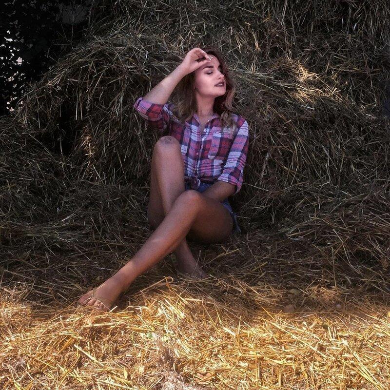 10. Instagram, девушки, красота, природа, сеновал