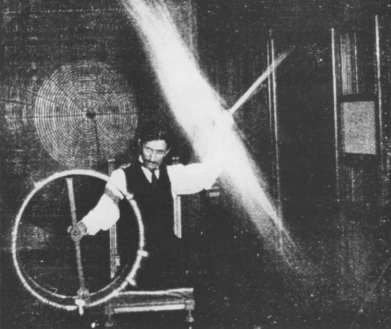 9. Тесла проводит эксперименты с беспроводным электричеством в 1899 году жизнь, исторические фото, история, прошлое, фото