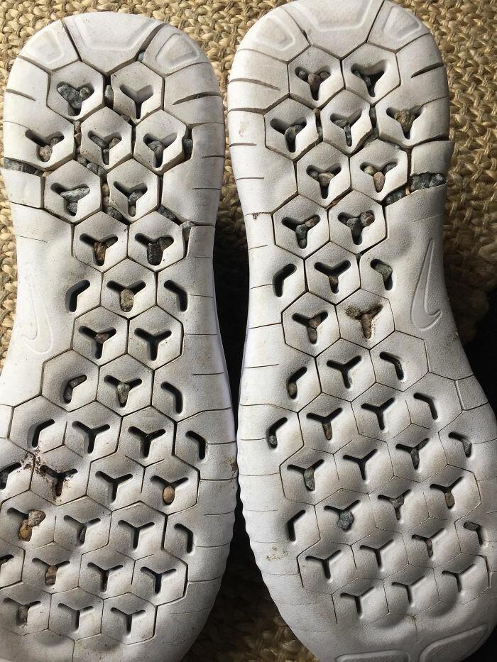 """38. """"Мои новые найковские кроссовки для бега после первой же пробежки"""" бесит, бытовые мелочи, достало, жизненные ситуации, жизненные трудности, раздражает, раздражающие вещи, юмор"""
